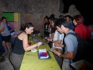 Els voluntaris del GOB feren una molt bona feina durant tot el sopar.