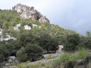 Les cases velles de Tossals baix el penyal de Ses Capelletes.