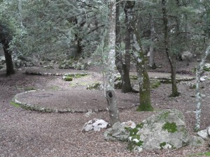 Els rotlos de sitja, on antigament es produïa el carbó amb la llenya de les alzines.