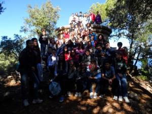 El grup d'alumnes de 2n i 3r d'ESO del Col·legi Jesús Maria de Palma al mirador dels Tudons.