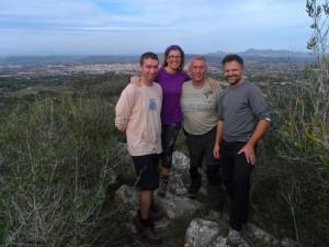 En Pepe, m'Aina, en Miquel i en Pedro dalt des Castellet.