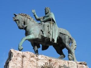 Estàtua eqüestre del rei en Jaume ubicada a la plaça d'Espanya des de 1927.