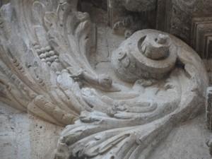 La firma d'en Caragol a la façana de Montision de Palma.