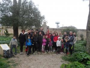 Les famílies de Fita a Fita al voltant de l'estàtua de Ramon Llull (1232-1316) al Santuari de Cura.