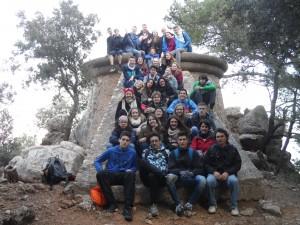 El grups d'estudiants de primer de batxiller del Josep Maria Llompart en el mirador dels Tudons.