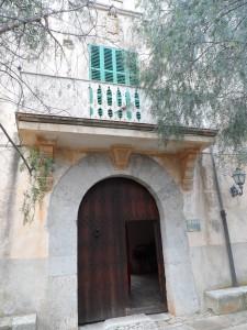 Portal forà de Son Olesa.