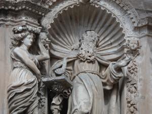 Imatge de Ramon Llull al timpà del portal major de l'església de Sant Francesc de Palma.