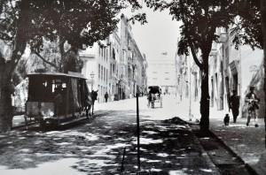 Hem accedit al centre de Palma, Canamunt, amb la llegenda de la mula del tramvia de la costa de Conquistador.
