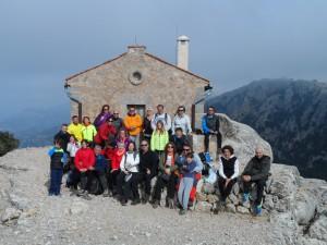 Famílies amb encant a la caseta de l'Arxiduc a la Talaia Vella, el refugi de muntanya més antic d'Espanya (1907).