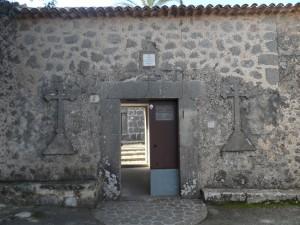 Porta d'accés al recinte tancat de l'ermita de la Trinitat a Valldemossa.