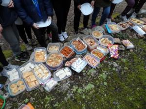 Un dinar d'agermanor amb un bufet preparat per les famílies dels alumnes. Era riquíssim!!!