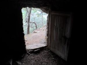 Visió des de l'interior de la cova del beat Ramon Llull.