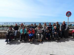 Amb els usuaris i monitores del centre REHACER BALEARES  a l'esplanada del Mirador de la Seu.