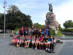 Amb el grup de 5èA del Col·legi Pius XII de Palma, als peus de l'estàtua del rei en Jaume a la plaça d'Espanya, inaugurada el gener de 1927.