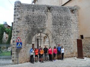 Aquesta porta és el que queda de l'antiga fortificació que envoltava l'església de Sant Bartomeu i que es bastí després de la invasió de 1561.