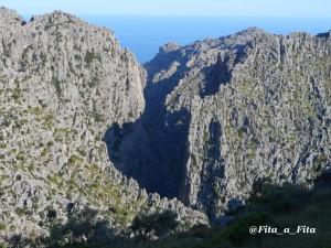 El canó càrstic del Torrent de Pareis, vist des del camí del Burgar.