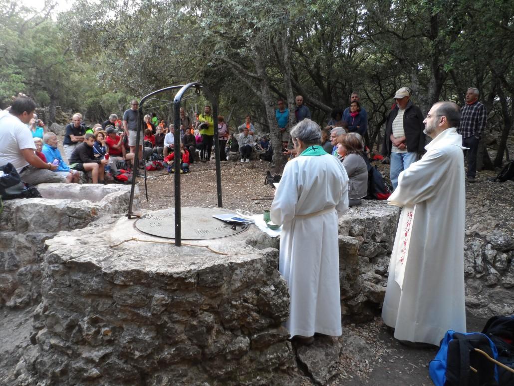 Mossèn Pere Orpí i mossèn Eugeni Rodríguez concelebraren la missa de San Bernat en el Pla del Pouet.