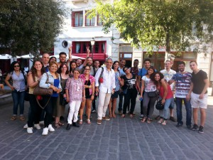 Amb els alumnes del CEPA La Balanguera a la sortida de la plaça de Cort, on recordàrem el seu nomenament com a fill il·lustre de Palma el 1910.